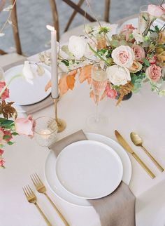 We adore fall wedding colors, and that is the gospel truth. This fine art wedding inspiration at an indoor & outdoor venue showcases some of the best ways to employ the deep rusts, silvery blues and rosy mauves we all gravitate towards when the season begins to change. View in full on Ruffled Blog! #autumnwedding #halterweddingdress #organicweddinginspo
