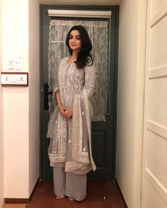 Bollywood's youngest actress Alia Bhatt already continue her ethnic glam. Alia Bhatt snapped at Umang Police Show held in Mumbai. Dress Indian Style, Indian Dresses, Shadi Dresses, Ethnic Outfits, Indian Outfits, Indian Designer Outfits, Designer Dresses, Serie Suits, Costume Ethnique
