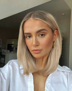 Short Hair With Bangs, Hairstyles With Bangs, Short Hair Styles, Brown Hair Balayage, Hair Color Balayage, Dying Hair Blonde, Glam Makeup, Hair Makeup, Beauty Makeup