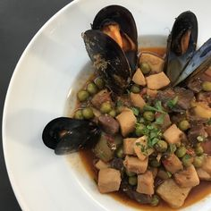 When the weather cools down, the best thing is home comfort food isn't it! We tried this delicious warm bowl of veg & muscles #ilivespain #foodie #barcelona