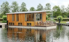 23 September was the official opening of the new Center Parcs VIP houseboats in the old Marina De Eemhof. The luxury houseboats offer fantastic views at the Eemmeer. https://www.horecatrends.com/en/sleeping-on-a-dutch-lake-in-vip-houseboats/