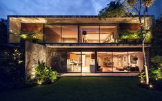 Audacious modern design of concrete and glass in Mexico City