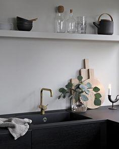 Autumn mood up on the blog 🍂#linkinbio #kitchen #blackkitchen #stylizimohouse