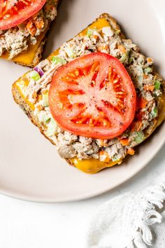 Open Faced Tuna Melt is the ultimate sandwich for all you tuna lovers! Serving them open faced is an easy way to make them healthier and cut the calories. Tuna Melt Sandwich, Tuna Melts, Sandwich Recipes, Tuna Melt Wrap Recipe, Sandwich Fillings, Diner Recipes, Ww Recipes, Cooking Recipes, Healthy Recipes