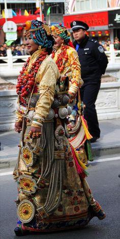 Palyul regal clothes    Khampa Tibetan Women in Kangding (Dartsedo),