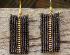 Beaded brass earring with brown woven cotton от cafeandshiraz Textile Jewelry, Macrame Jewelry, Macrame Bracelets, Handmade Bracelets, Metal Jewelry, Jewlery, Macrame Colar, Micro Macramé, Brass Necklace