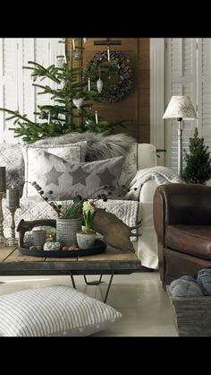 I am in love with this decor.  Christmas