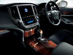 2014 Toyota Crown Hybrid Royal Saloon