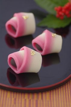New Year's wagashi, Traditional Japanese sweets! Japanese Sweets, Japanese Wagashi, Japanese Food Art, Japanese Cake, Desserts Japonais, Asian Desserts, Tea Ceremony, Cute Food, Confectionery