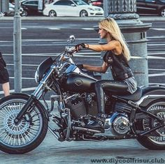 Motorcycle Girl Biker Chick Cowboys New Ideas Badass Motorcycle Helmets, Motorcycle Boots Outfit, Bobber Motorcycle, Motorcycle Style, Biker Style, Motorcycle Museum, Lady Biker, Biker Girl, Sportster Cafe Racer