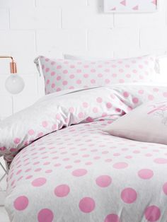 Comfy, soft jersey-knit cotton with dot design is just what every girl needs. Chic design, knotted corner detail & a plain jersey reverse. Kids Sheets, Single Quilt, Pink Quilts, House Quilts, Dots Design, Quilt Cover Sets, Bed Covers, Bed Pillows, Pillow Cases