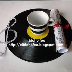 Un uso alternativo dei vecchi dischi in vinile... bicho feo - creatività in movimento http://elbichofeo.blogspot.com