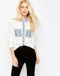 Blusa con bordado y detalles calados de ASOS
