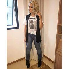 A cantora Priscila Alcântara sempre é inusitada quando o assunto é moda. Ela super acertou neste look super moderno e jovial! Isso aí Pri, a V está de olho em você! Fashionista!
