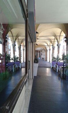 Forlì, centro storico, Corso Mazzini, portico.