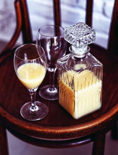 In our essential guide to French liqueurs we discover France's more potent alcoholic beverages: aperitifs and digestifs. Cocktail Drinks, Alcoholic Drinks, Beverages, Cocktails, Bananas, Smoothies, Tofu, Panna Cotta, Pudding