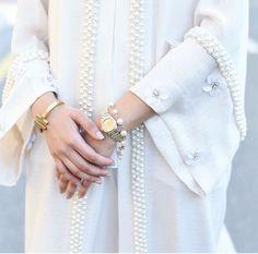 White abaya with embellishments Abaya Fashion, Muslim Fashion, Modest Fashion, Diy Fashion, Vintage Fashion, Fashion Dresses, Womens Fashion, Fashion Design, Hijab Outfit