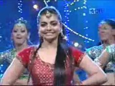"Bollywood popular Choreographer ""Vaibhavi Merchant"" & ""Madhuri Dixit"" perform togehter on their popular dance track ."