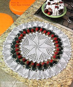 Crochet strawberry doily ♥LCD-MRS♥ with step by step picture instructions for the strawberries and diagram.