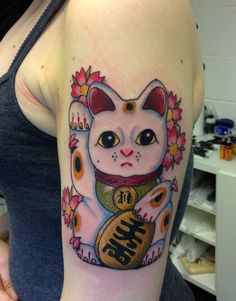 Lucky Cat Tattoo by Steve Wade - All Seeing Eye Tatto Lounge Weird Tattoos, Time Tattoos, Body Art Tattoos, Tatoos, Maneki Neko, Lucky Cat Tattoo, All Seeing Eye Tattoo, Tattoo Lounge, Fox Tattoo