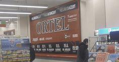 Jeden z billboardů kapely Ortel v obchodním domě