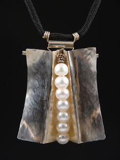 Modern jewelry pieces: Pearl Kimono neckpiece in sterling-silver and cultured pearls. Metal Clay Jewelry, Copper Jewelry, Modern Jewelry, Pearl Jewelry, Wire Jewelry, Pendant Jewelry, Jewelry Art, Jewelry Necklaces, Fashion Jewelry