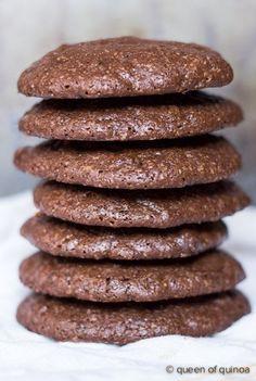 Dark Chocolate Quinoa Cookies via @alyssarimmer | #glutenfree