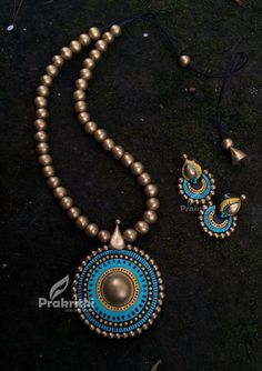 Beaded Necklace Patterns, Jewelry Patterns, Beaded Jewelry, Handmade Jewelry, Diy Jewelry, Thread Jewellery, Henna Patterns, Fabric Jewelry, Antique Jewellery