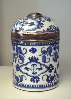blue & white tea caddy. Lovely, would love to have my tea here. #LGLimitlessDesign & #Contest