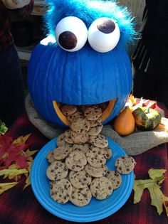 tmemme28 turns a pumpkin into cookie monster homeandfamilytv diy halloween decorationshalloween