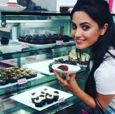 Anita Hassanandani Fitness And Diet Secrets Behind Her Stunning Weight Loss Transformation Indian Girls, Weight Loss Transformation, Diet Tips, Pretty Face, Indian Beauty, The Secret, Divas, Celebrity Style, Bollywood