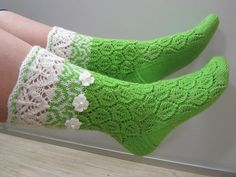 Ravelry: Helmike pattern by Helle-Mari Laid Knitting Stiches, Knitting Socks, Baby Knitting, Knitted Hats, Knitting Patterns, Crochet Patterns, Doll Clothes Patterns, Clothing Patterns, Lace Cuffs