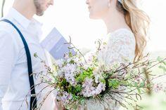 Elopement-Romantik unterm Kirschbaum CATERINA HOFFMANN http://www.hochzeitswahn.de/inspirationsideen/elopement-romantik-unterm-kirschbaum/ #wedding #love #flowers