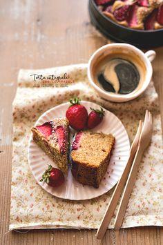 Torta integrale con le fragole allo sciroppo d' acero - senza zucchero - senza lattosio