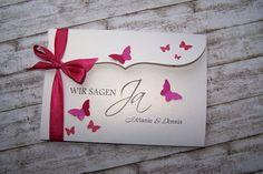 besondere Einladung Schmetterlingsschwarm fuchsia von Kartenmanufaktur Arndt