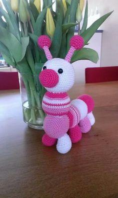 Crochet Centipede: Amigurumi Step by Step. Crochet Amigurumi Free Patterns, Easy Crochet Patterns, Love Crochet, Crochet Motif, Knitted Dolls, Crochet Dolls, Crochet Crafts, Crochet Projects, Sunflower Iphone Wallpaper