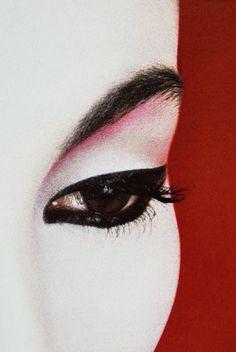 Geisha Book, Art Geisha, Japanese Makeup, Japanese Geisha, Japanese Kimono, Serge Lutens Makeup, Kimono Japan, Memoirs Of A Geisha, Edgy Makeup