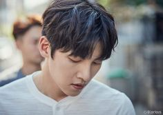 "[Drama] Charismatic eyes and rain showers in more behind-scenes from ""Suspicious Partner"" 