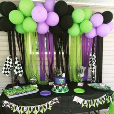 Ideas para fiesta de cumpleaños con tema de Hulk http://tutusparafiestas.com/ideas-fiesta-cumpleanos-tema-hulk/ Hulk Theme Birthday Party Ideas #CumpleañosdeHulk #DecoracióndeHulk #FiestadeHulk #IdeasparafiestadecumpleañoscontemadeHulk #Ideasparafiestas
