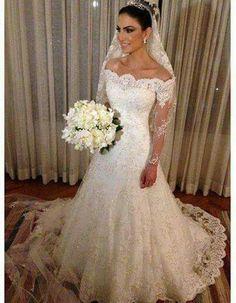 Vestido de noiva rendado com manga longa