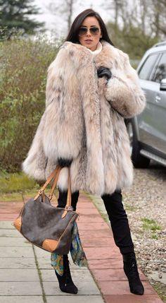 Winter Wear, Autumn Winter Fashion, Fox Fur Coat, Fur Coats, Fur Fashion, Womens Fashion, Fabulous Furs, Lynx, Warm Coat