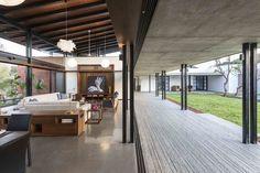 Galería de Las Casas Gemelas / SPASM Design Architects - 4