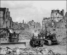 Hier räumen US Bulldozer eine der Hauptstraßen St. Caterpillar D4, Diorama, Dodge, Jeep, Used Construction Equipment, Korean War, Armored Vehicles, War Machine, Us Army