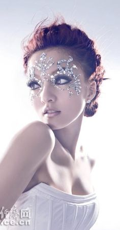 Masquerade ♥ crystal mask light and airy and you do not have to hold it or worry about it slipping off.