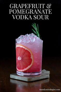 Pomegranate Cocktails, Grapefruit Cocktail, Sour Cocktail, Cocktail Drinks, Cocktail Recipes With Vodka, Drinks With Vodka, Cocktail Mix, Cocktail Ideas, Gourmet