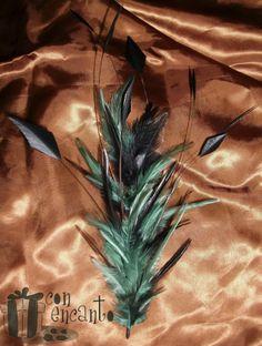 Pincho de plumas de Gallo y diamante www.facebook.com/ConEncantoBilbao Feathers Headpiece