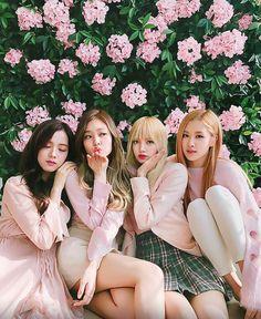 Blackpink Jennie and Lisa Kpop Girl Groups, Korean Girl Groups, Kpop Girls, Divas, Kim Jennie, K Pop, Blackpink Poster, Mode Kpop, Black Pink Kpop