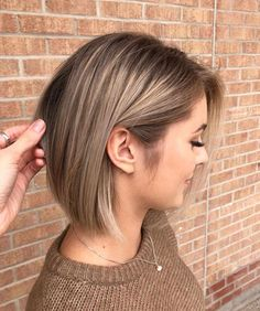 Fall hair colors are always a fun of the year to be inspired by the changing colors and the delicious comfort food and to try something new with your hair. The looks of this season range from brave and bright to soft and light. Below, check out these Ombre Hair, Balayage Hair, Fall Hair Colors, Hair Colour, Brown Blonde Hair, Blonde Lob, Short Blonde, Gray Hair, Blue Hair