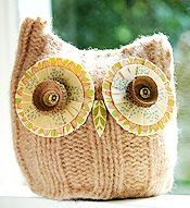 a cute owl just makes my day! Love this one made from a sweater.