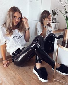 Style is what you do with it. Wet Look Leggings, Leggings Are Not Pants, Blazer Fashion, Fashion Outfits, Woman Outfits, Women's Fashion, Mode Latex, Latex Bodysuit, Vinyl Leggings